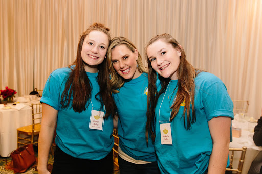 Katelyn (left) with her sister, Makayla, and Kendra Scott at the 2018 retreat
